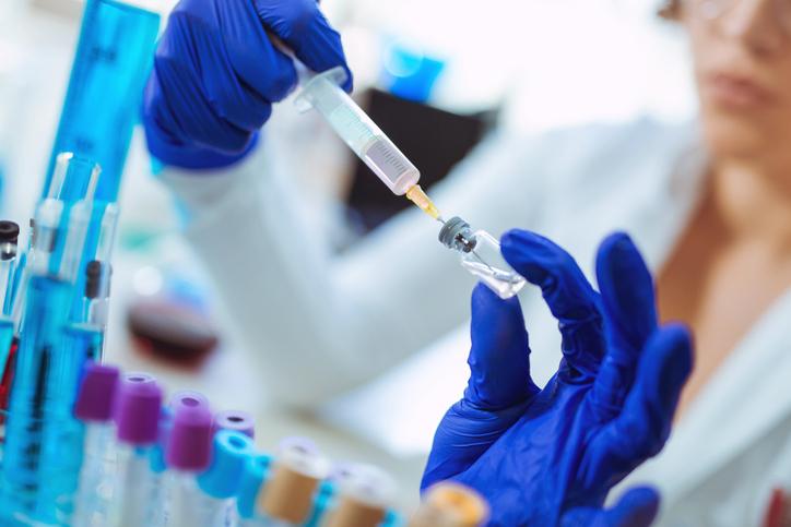 Covid-19: ¿Cómo se desarrola una vacuna a ritmo de pandemia?
