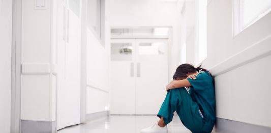 médicos agotado